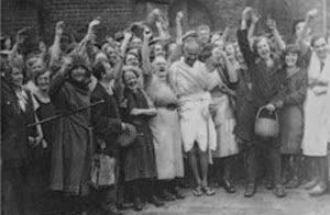 Gandhi visita trabajadores textiles en Lancashire