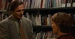 """Mia Farrow lame las heridas de Liam Neeson en """"Maridos y mujeres """" de Woody Allen"""